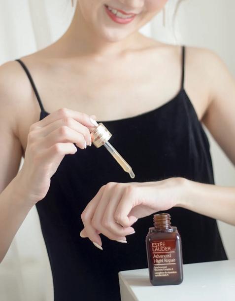 雅诗兰黛小棕瓶使用方法和功效是什么?花了大价钱,千万别用错