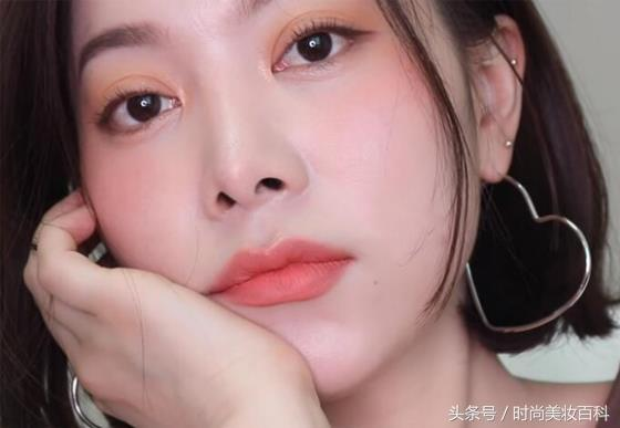 韩国超火网红口红试色,赶快动手尝试一下清新甜美的夏季妆容吧!