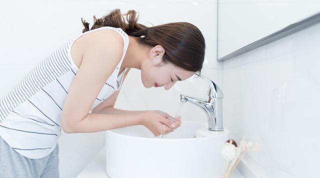 有人说敷完面膜马上洗脸等于没敷,是真的吗?这篇文章为你说清